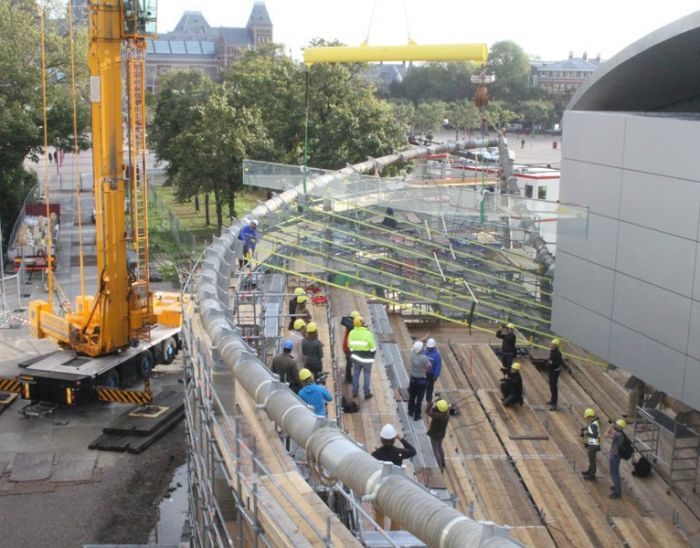 Installation largest glass fins in the Netherlands for Van Gogh Museum